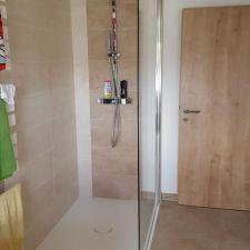 Badezimmer in Sandsteinoptik