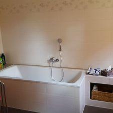 Badezimmer mit vielen Ablagemöglichkeiten in Chemnitz