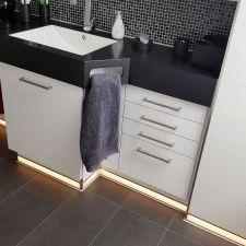 Design-Waschtisch mit indirekter Beleuchtung
