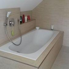 Modernes Badezimmer mit Wanne in Bernsdorf