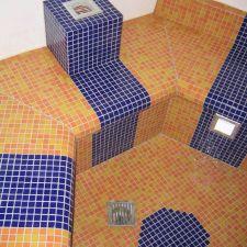 Saunabereich mit Mosaikfliesen