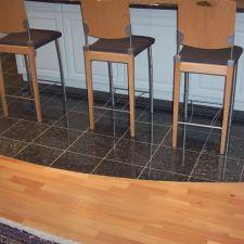 Tolle Grantplatten mit Elegantem Übergang zum Parkett